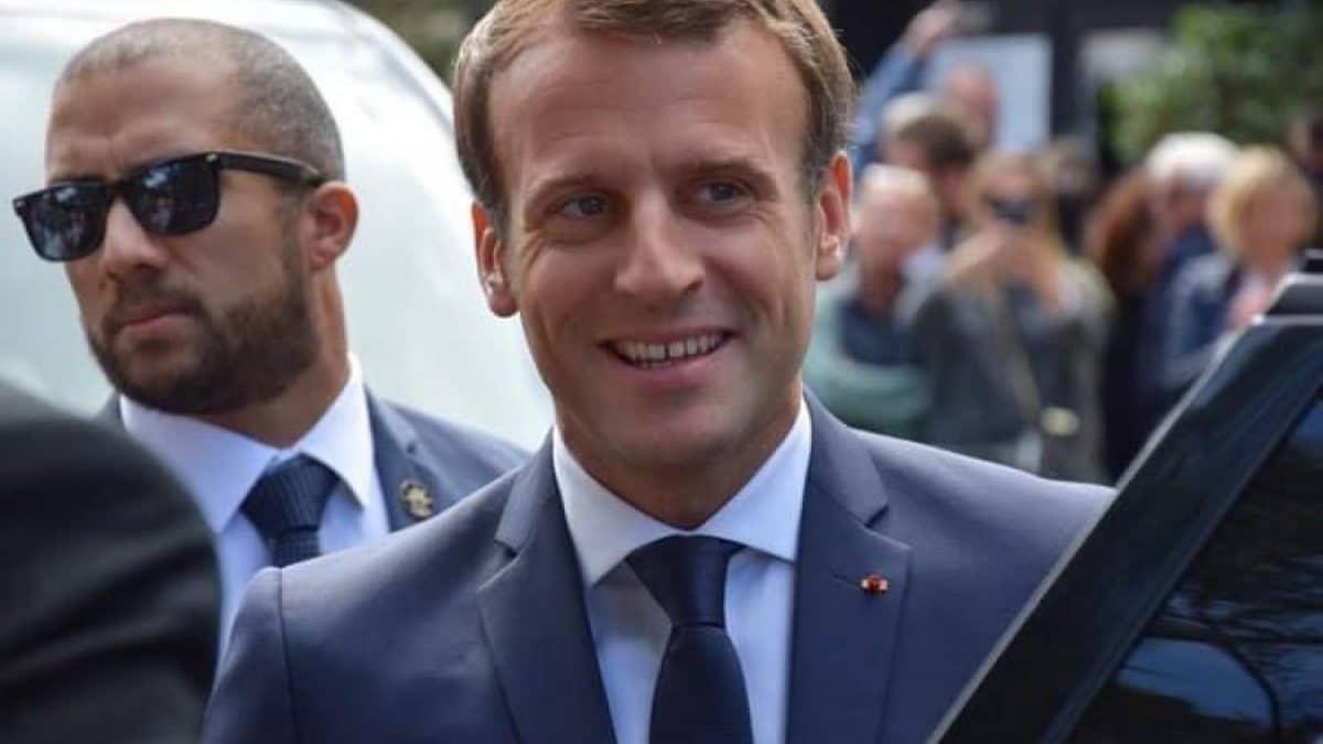 Le pass sanitaire d'Emmanuel Macron fuite sur les réseaux sociaux, la négligence du personnel de santé mise en cause !