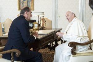 Pédocriminalité dans l'Église catholique: le ministre JeanCastexva à larencontredu pape àRome!