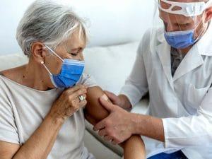 Vaccin contre la grippe, efluelda vient sauver les plus âgés !